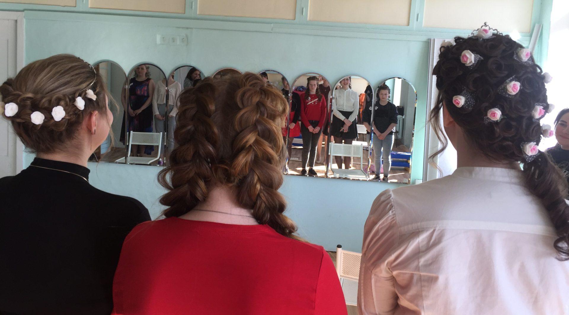Причёски для бальных танцев с фото 85